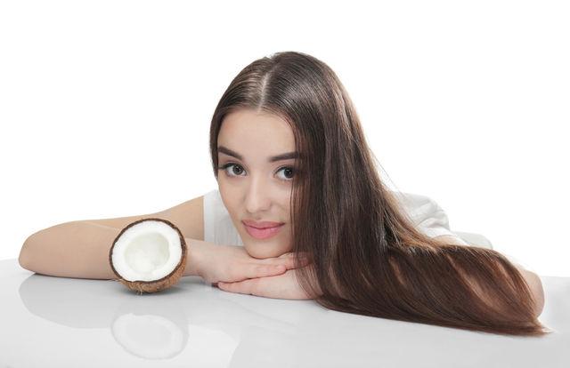 Uleiul de cocos pentru un păr sănătos și strălucitor