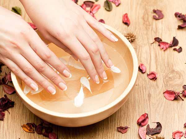 De ce să folosim uleiul de cocos pentru îngrijirea unghiilor?